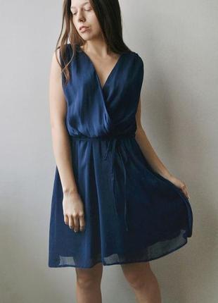 Летящее синее платье