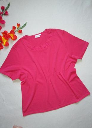 Красивая стрейчевая футболка с ажурной вставкой большого размера esmay exclusiv