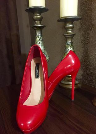 Яркие лаковые туфли stella marco