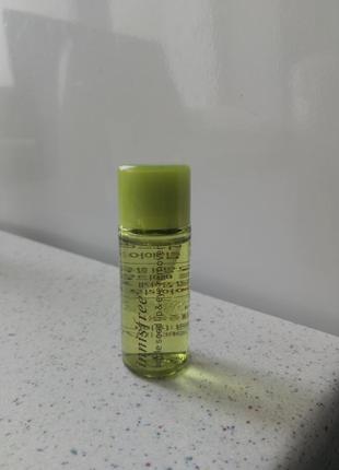 Двухфазная жидкость для снятия макияжа с экстрактом яблока от innisfree