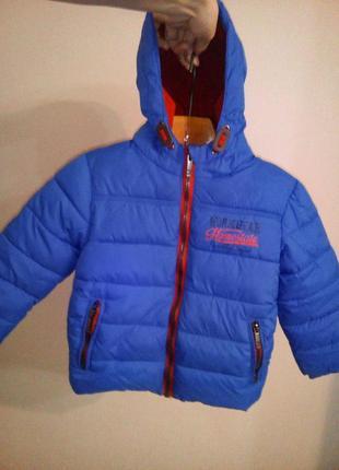 Демисезонная теплая курточка на флисе