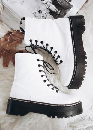 Стильные белые ботинки берцы на платформе