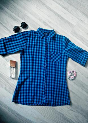Синяя рубашка в чёрную клетку