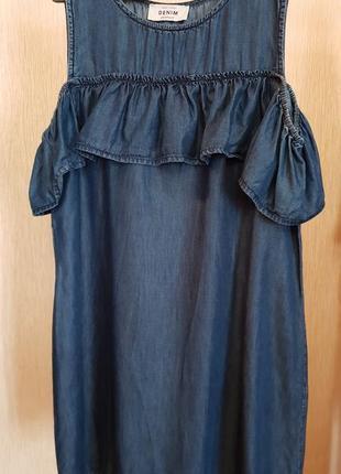 Джинсовое платье с рюшем new look