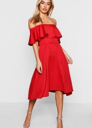 Очень красивое платье с воланом boohoo