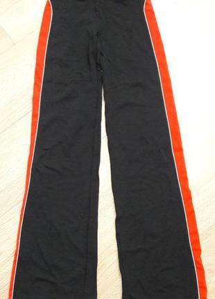 Невероятно красивые, современные,брюки спортивные. стрейчевые.