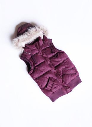 Крутая теплая жилеточка с капюшоном