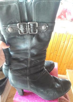 Демосезонні чобітки на низькому каблуці