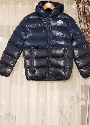 Стильная деми куртка с капюшоном lonsdale для мальчика