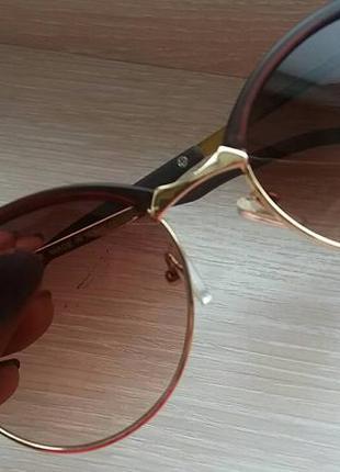 Коричневые солнцезащитные очки  в матовой оправе