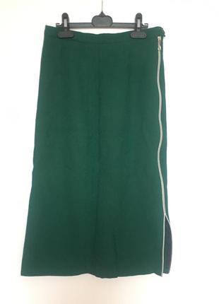 Изумрудная юбка с декоративной змейкой сбоку