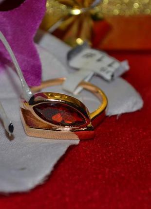 Ювелирное кольцо с камнем
