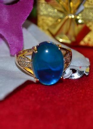 Ювелирное кольцо с нежно голубым камнем