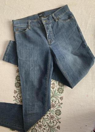 Фирменные джинсы скини 28/32 средняя посадка