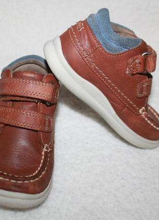 Мега классные кожаные туфли ботиночки фирмы сlarks 22 размера по стельке 14,3 см.
