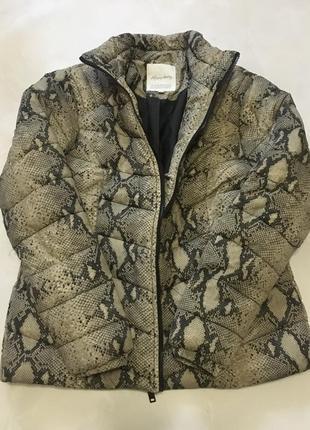 Весенняя куртка в змеиный принт happy holly