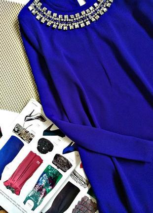 Шикарное яркое платье, цвета электрик, с украшением на горловине3