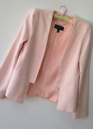 Нежный  нюдовый блейзер пиджак от  mango. p. m