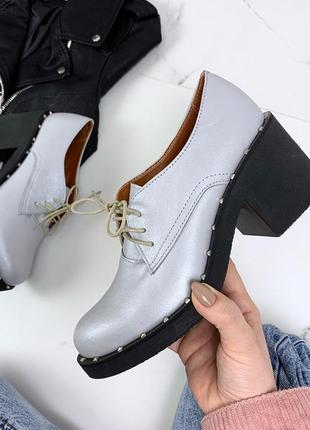 Стильные туфли из натуральной кожи на низком каблуке