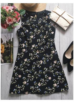 Платье чёрное футляр в цветочный принт !!
