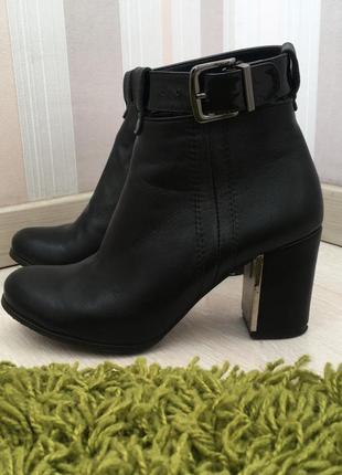 Демисезонные ботинки на каблуку