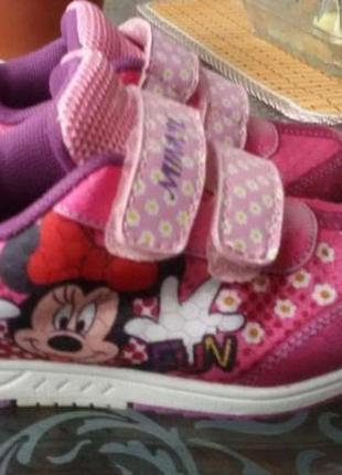 Кроссовки с минни от дисней