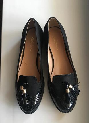 Замшевые туфли с лаковым носком