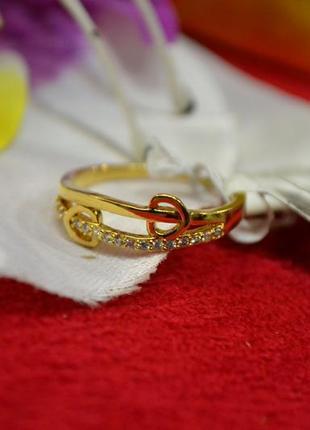 Ювелирное кольцо с камнями