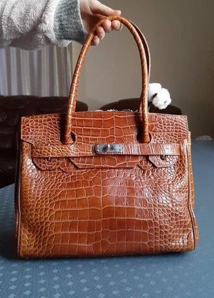 Кожаная красивая коричневая сумка фирмы vanilla paris