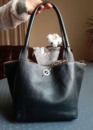 Кожаная красивая черная сумка фирмы garniel