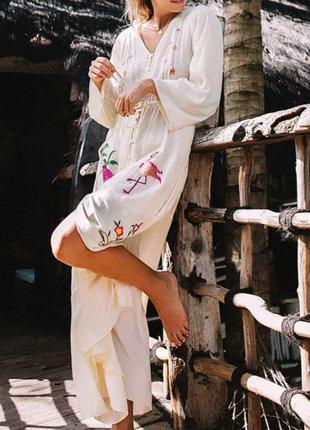 Красивая белая пляжная туника с вышивкой
