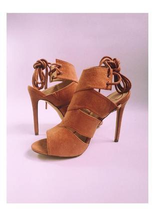 Персиковые босоножки туфли