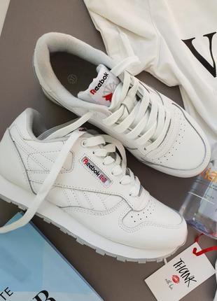 Женские белые кроссовки reebok