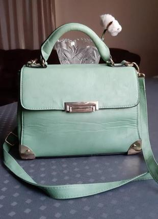 Красивая сумка на длинном ремешке фирмы atmosphere мятного цвета
