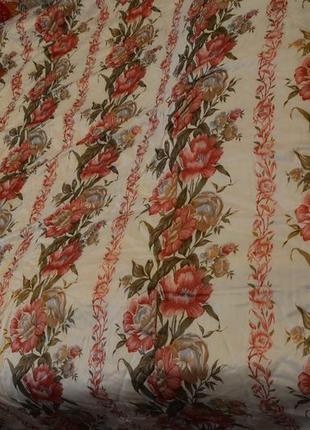 Покрывало, цветы, двуспальная кровать