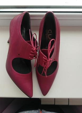 Красивые туфли из натуральной кожи class international