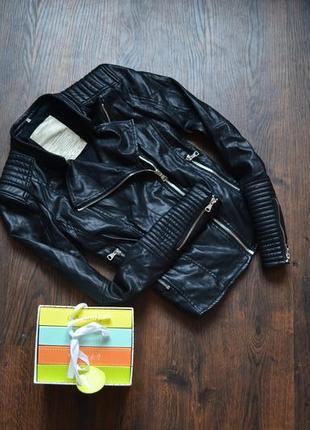 Кожанная черная курточка косуха zara