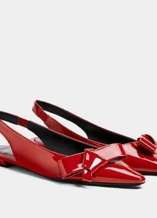 Стильные лаковые туфли балетки
