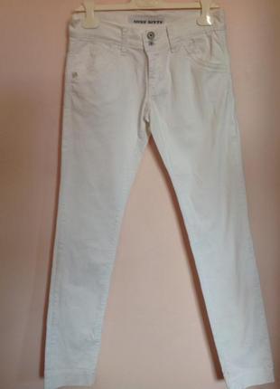 Итальянские фирменный слегка зауженные джинсы. /30/ бренд miss sixty