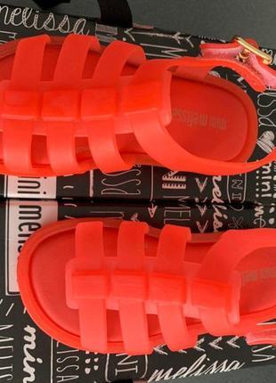 Детские матовые оранжевые босоножки melissa mini