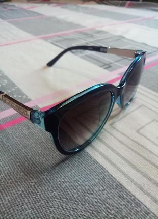 Солнцезащитные женские очки с синей окантовкой и оправой серебряного цвета