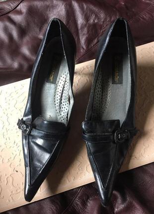 Туфли с острым носиком 39 р
