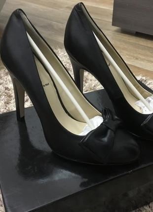 Классические чёрные туфли ( италия)