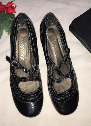 Лаковые туфли 39 р