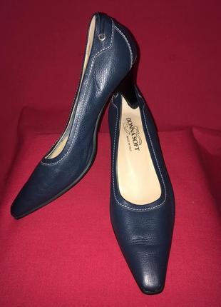 Синие кожаные туфли на мягкой подошве donna soft  38 р