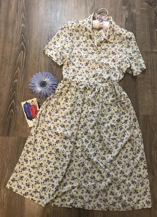 Нежное цветочно ретро- платье