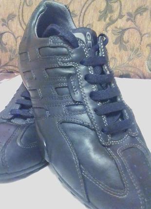 Брендовые,шикарные,кожаные кросовки,ботинки,мокасины,41р.от бренда geox.