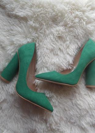 Крутые лодочки, зеленые туфли