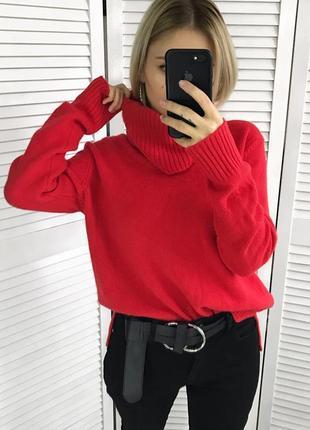 Ідеальний червоний светрик відомого бренду