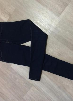 Темные джинсы h&m